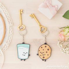 Set de 2 llaveros - Para parejas que son la leche. Estáis hechos el uno para el otro igual que este set de dos llaveros. #mrwonderfulshop #key #keys #keychains #home #cookie #milk #sweet #breakfast  #accessories #complements