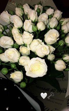 Beautiful Bouquet Of Flowers, Beautiful Roses, Fresh Flowers, Beautiful Flowers, Foto Snap, Mode Poster, Applis Photo, Luxury Flowers, Flower Aesthetic