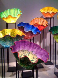 Decorative glass adds bursts of glowing color. By Dale Chihuly. Dale Chihuly, Stained Glass Art, Mosaic Glass, Blown Glass Art, Glass Design, Oeuvre D'art, Art Lessons, Sculpture Art, Amazing Art