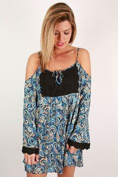We're in love with this gorgeous flowy top!