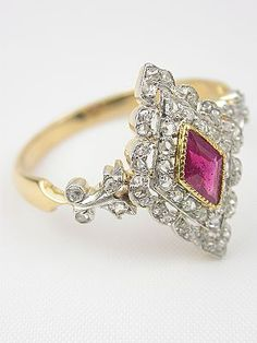 Victorian ring with diamonds and ruby. Circa 1900