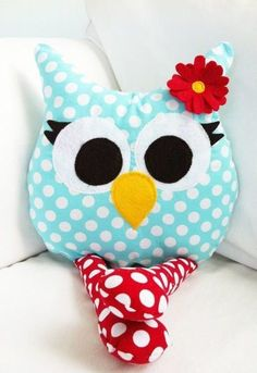 Cute owl pillow for nursery? :) for my day bed Cute Pillows, Diy Pillows, Decorative Pillows, Cushions, Owl Crafts, Diy And Crafts, Arts And Crafts, Sewing Toys, Sewing Crafts
