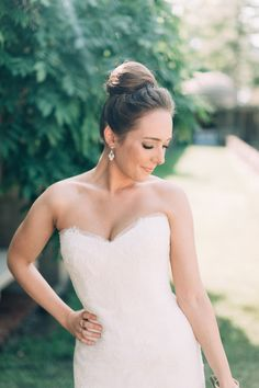 Classic bridal beauty: http://www.stylemepretty.com/little-black-book-blog/2015/10/02/elegant-crane-estate-wedding-2/ | Photography: Emily Delamater - http://emilydelamaterphotography.com/