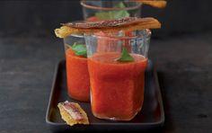 Gazpacho mit Croûtons  http://www.elle.de/lifestyle-gourmet-rezepte-hauptspeise-hauptspeise-gazpacho-mit-croutons-78427.html
