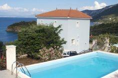 Leuke vakanatiewoning voor vijf personen gelegen op het Griekse eiland Samos.   Deze authentieke recreatiewoning is gelegen in Vathi en behalve een fraai zwembad heeft u ook een spectaculair uitzicht over de zee.