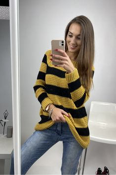 Moderný dámsky sveter pruhovaný pletený Diy Clothes And Shoes, Fashion Outfits, Sweaters, How To Wear, Photo Poses, Fashion Suits, Sweater, Sweatshirts, Pullover Sweaters