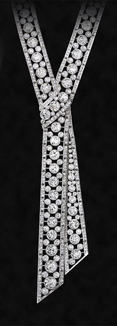 use bling strips to mimic -- Art Deco ~ Diamond and platinum necklace, Art Deco Jewelry, Fine Jewelry, Jewelry Design, Art Deco Diamond, Diamond Jewelry, Diamond Necklaces, Gold Jewelry, Antique Jewelry, Vintage Jewelry