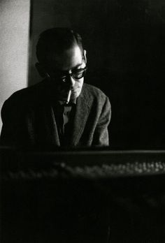 Bill Evans,比爾伊文斯,爵士樂手。 -repinned by Los Angeles County, California studio photographer http://LinneaLenkus.com  #fineartphotography