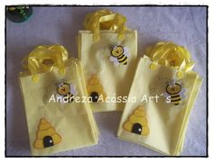 Ecobag+confeccionado+em+TNT R$ 4,00 Baby Crafts, Crafts For Kids, Mouth Mask Design, Cartoon Bee, Bee Creative, Baby Shower Yellow, Bee Party, Bee Design, Bee Theme