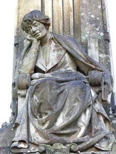 Estatua de Rosalía de Castro. Parque de la Alameda, Santiago de Compostela, España.