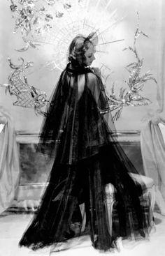 Evening dress by Mainbocher - 1930's - Photo by George Hoyningen-Huene