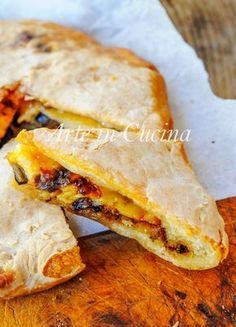 Schiacciata di melanzane e provola ricetta veloce vickyart arte in cucina Focaccia Pizza, Good Food, Yummy Food, Healthy Pizza, World Recipes, Savoury Dishes, Quiche, Snacks, Street Food