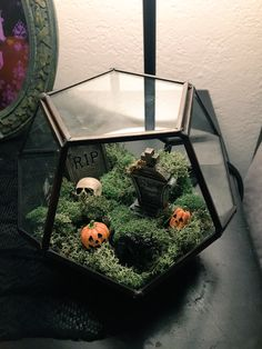 "the cutest ""cemeterrarium"" Goth Home Decor, Halloween Home Decor, Diy Halloween Decorations, Fall Halloween, Halloween Crafts, Happy Halloween, Halloween Cloche, Halloween Foods, Halloween Stuff"