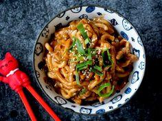 Basisrecept kippensoep - deze soep kan iedereen maken! | Flying Foodie.nl Spatzle, Feta Dip, Food Menu, Macaroni, Noodles, Spaghetti, Pasta, Meat, Chicken