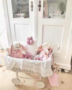 Nice little children's stuff 🐰💕🐰 #selbstgenäht #stoffhasen #rosarot #babyfinken #selbstgestrickt #ohnechemie #kuschelig #vintagestyle #shabbyshic #oldbutnew #childrensgifts #stoffigesundmehr #schweiz