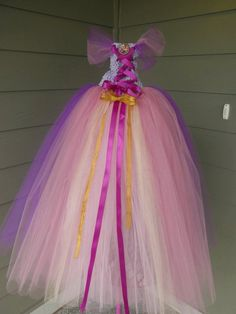 I wish I could find where to buy or how to make this dress for elizabeths party!