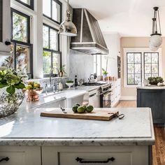 Such a gorgeous kitchen! By Kelley Flynn Interior Design @kelley_flynn