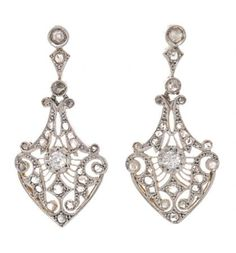Art Déco earrings, circa 1920 | Balclis Barcelona www.balclis.com #artdeco #diamonds