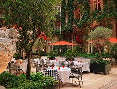 Courtyard at Hotel Plaza Athenee in Paris Hotel Plaza, Hotel Restaurant, Best Vacation Destinations, Best Vacations, Paris Hotels, Menorca, Tulum, Udaipur, Hotel Raphael