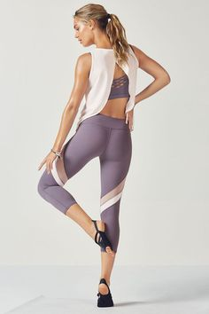 Rest up or rev it up in our wear-anywhere ensemble, including our new open-back tank, medium-support, strappy bra and mesh-paneled capris.