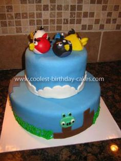 Homemade Angry Birds Cake: This Angry Birds Cake was for the birthday party of a seven year old girl. When she said she wanted an Angry Birds cake, I had to do some research and Bird Birthday Parties, Cool Birthday Cakes, Birthday Ideas, Theme Parties, 5th Birthday, Beautiful Cakes, Amazing Cakes, Bolo Angry Birds, Baking Cups