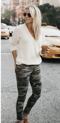 40 Transitional Outfits That Will Never Go Out Of Style Sweater // Camo Jeans (tts, wearing a // Similar Flats Fashion Mode, Moda Fashion, Cute Fashion, Fashion Looks, Fashion Outfits, Womens Fashion, Fashion Trends, Fall Winter Outfits, Autumn Winter Fashion