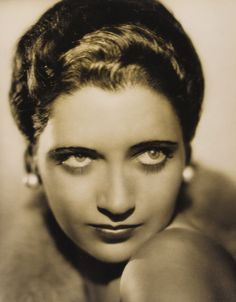 Kay Francis ★ Gallery of Vintage Movie Star Pinup Photos: classic sexy film legend and WWII U. Troop entertainer and hot pinup girl Kay Francis; Copyright free pubic domain photographs, vintage pictures of this beautiful fa Vintage Movie Stars, Classic Movie Stars, Vintage Movies, Kay Francis, Carole Lombard, Cary Grant, Movie Photo, Hollywood Glamour, Classic Hollywood