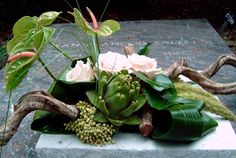 anthorium and orchids Tropical Floral Arrangements, Ikebana Arrangements, Flower Arrangements, Christmas Candle Decorations, Grave Decorations, Deco Floral, Arte Floral, Flower Centerpieces, Flower Decorations