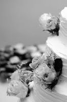 traveler, lover & thief: Can't help falling in Love wedding cake  black & white