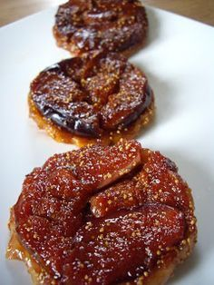 Sophie's delicacies: Tarte tatin with figs: declination in three versions Fig Recipes, Sweet Recipes, Cooking Recipes, Sweet Pie, Sweet Tarts, Yummy Drinks, Yummy Food, Chocolate, Desserts With Biscuits