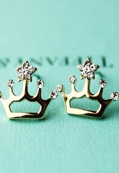 Tiffany & Co. Crown Earrings Sooooo me! Crown Earrings, Cute Earrings, Rhinestone Earrings, Baby Girl Earrings, Do It Yourself Jewelry, Tiffany Jewelry, Tiffany Earrings, Pretty Shoes, Tiffany Blue