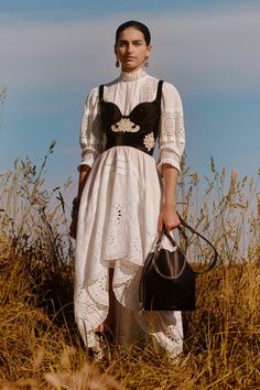 Trend Alert Maxi Dresses Spring 2019 The Fashion Folks Alexander McQueen Resort 2019 White lace dress black corset field earrings high collar Source by johannaehg fashion Haute Couture Style, Couture Mode, Couture Fashion, Runway Fashion, Fashion Week, Look Fashion, Trendy Fashion, Fashion Show, Womens Fashion