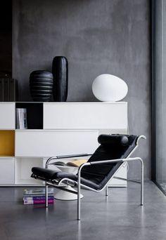 Gabriele Mucchi, Chaiselongue 'Genni' for Zanotta. Bench Furniture, Furniture Sale, Furniture Design, Contemporary Armchair, Contemporary Design, Armchairs For Sale, Lounge Chair Design, Luminaire Design, Sofa Sale