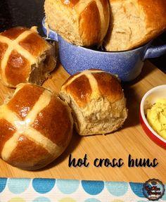 Cross Buns Recipe, Bun Recipe, Hot Cross Buns, Ethnic Food, British, Bread, Recipes, Brot, Recipies