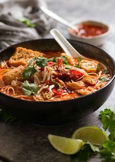 Laksa soup in a black bowl with toppings and Laksa chilli sauce, ready to be eaten Chinese Cooking Wine, Asian Cooking, Chinese Food, Chow Mein, Kimchi, Asian Recipes, Healthy Recipes, Ethnic Recipes, Asian Foods