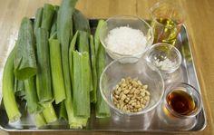 元ホテルオークラ総料理長が教える「ねぎベーゼ」レシピ 画像(3/7) 【関連画像】長ねぎの青い部分をたっぷり有効活用! Yummy Snacks, Celery, Asparagus, Cucumber, Dips, Spices, Food And Drink, Cooking Recipes, Favorite Recipes