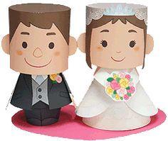 Baixe grátis o paper toy para decorar seu casamento, noivado ou chá de panela! Decorative Paper Crafts, 3d Paper Crafts, Paper Toys, Diy Paper, Paper Crafting, Toy Art, Paper Crafts Wedding, Craft Wedding, Origami Wedding
