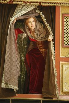 The Magnificent Century - Hürrem Sultan - I absolutely loved loved this TV series - it was fantastic xxx Turkish Fashion, Turkish Beauty, Charles Quint, Kosem Sultan, Theatre Costumes, Actrices Hollywood, Ottoman Empire, Haute Couture Fashion, Celebs