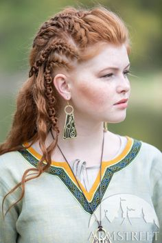 Subtle nuance of this unique natural linen fabric makes the popular viking tunic by ArmStreet even more attractive. Viking Tunic, Viking Dress, Viking Knotwork, Viking Designs, Shield Maiden, Medieval Clothing, Green Fabric, Natural Linen, Modern Fashion