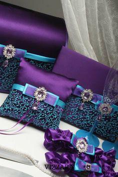 Wedding Cake Server, Wedding Boxes, Wedding Ideas, Pillow Crafts, Diy Pillows, Cushions, Peacock Wedding, Purple Wedding, Turquoise Wedding Rings