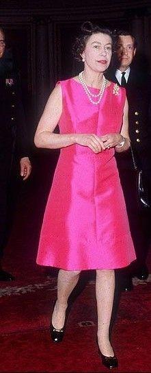 Queen Elizabeth Ii, Lady, Fashion, Queen Elizabeth, Moda, Fashion Styles, Fashion Illustrations