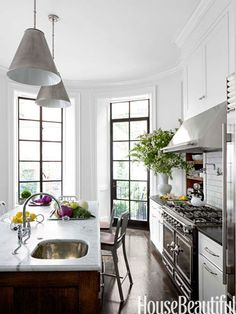 Kitchen amazing! Love the mix of black steel doors and windows, the shape of the room, and the dreamy la cornue