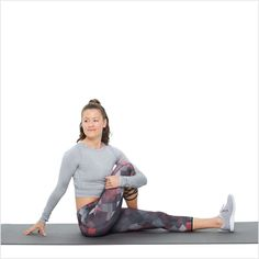 The seated twist also stretches your glutes and feels great on the spine after a run too. Begin seated on your mat with your legs extended straight out in Best Hip Stretches, Stretching Exercises, Reto Fitness, Yoga Fitness, Hinchazón Abdominal, How To Stretch Shoes, Injury Prevention, Going To The Gym, Physical Fitness