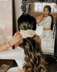 Bridal Hair Buns, Bridal Hairdo, Indian Bridal Hairstyles, Indian Bridal Outfits, Hairstyle For Indian Wedding, South Indian Hairstyle, Wedding Outfits, Pony Hairstyles, Bride Hairstyles