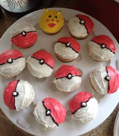Cupcakes for Pokemon party Pokemon Cupcakes, Pokemon Party, Pokemon Birthday, I Party, Party Stuff, Party Ideas, Despicable Me Party, Big Cakes, Its My Bday