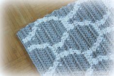 virkattukoti: KIDE-matto Blanket, Geometric Rug, Rugs, Scarf Crochet, Bedspreads, Scarves, Blankets, Carpet