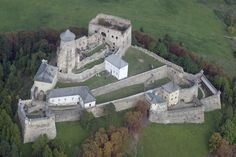 Ľubovňa Castle NE Slovakia -. Rulers met here in the past, it is the place where Polish coronation jewels were hidden and where famous adventurer, noble man and King of Madagascar, Móric Beňovský was imprisoned.uilt at the turn of the 13th and 14th century, when it became a part of the boundary castles system in the north of the Hungarian Kingdom. Besides the protection of the former Polish-Old Hungarian border, It secured trade route passing along the valley of the Poprad river to Poland.