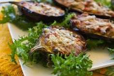 Vegetables, eggs, and cheese filled baby eggplants make a tasty meatless main course for summer. Mushroom Side Dishes, Veggie Side Dishes, Vegetable Dishes, Side Dish Recipes, Vegetable Recipes, Dinner Recipes, Baby Eggplant Recipes, Eggplant Dishes, Italian Dishes
