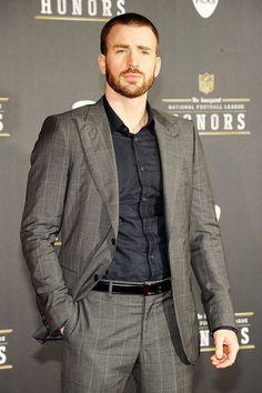Este look de Chris Evans me gusta @quecnque desde el corte de pelo hasta el vestir