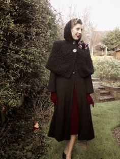 A gorgeous knit cape, brilliantly styled over a coat for added warmth! | Tickety Boo Tupney: Knit for Victory: The Cape. #knitting #vintage #1940s